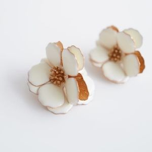 🆕🌸Zara Flower Earrings!🌿